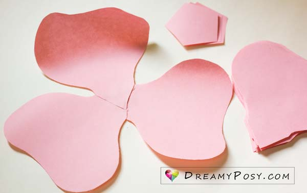 Giant Rose Free Template And Tutorial Paperflowers Flowertemplates Flowertutorials